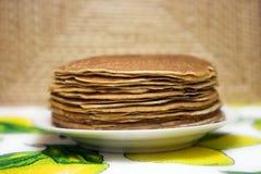 Pfannkuchen auf einer Platte Lizenzfreie Stockfotografie