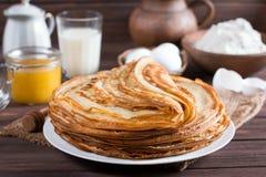 pfannkuchen Dünne Pfannkuchen für Frühstück russisches bliny Maslenitsa Stockfotografie