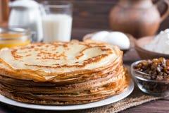 pfannkuchen Dünne Pfannkuchen für Frühstück russisches bliny Maslenitsa Stockfoto