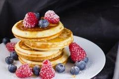 Pfannkuchen in einem Stapel Stockbild