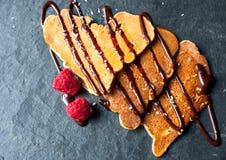 Pfannkuchen in Form eines Herzens Lizenzfreie Stockfotografie