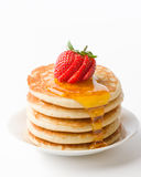 Pfannkuchen mit Ahornholz-Sirup Stockfoto