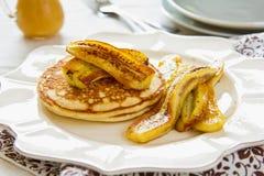 Pfannkuchen mit Banane Stockfotografie