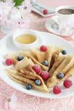 Pfannkuchen mit Beeren Stockbild