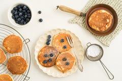 Pfannkuchen mit Blaubeeren Lizenzfreie Stockfotos