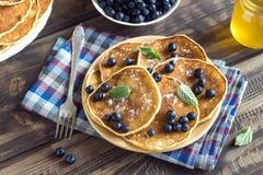 Pfannkuchen mit Blaubeeren Lizenzfreies Stockfoto