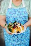 Pfannkuchen mit bluberries Selbst gemachte Pfannkuchen mit Frucht Deliciou stockfotografie