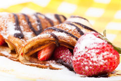 Pfannkuchen mit den Erdbeeren Stockfoto