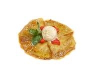 Pfannkuchen mit Eiscreme und Erdbeeren Lizenzfreie Stockfotos