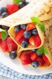 Pfannkuchen mit Erdbeerblaubeere Lizenzfreie Stockfotografie
