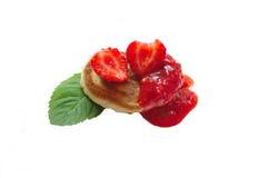Pfannkuchen mit Erdbeere Lizenzfreie Stockfotografie