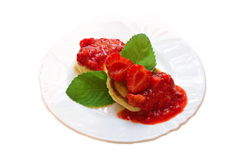 Pfannkuchen mit Erdbeere-Marmelade Stockfotos