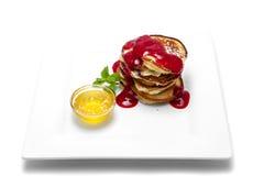 Pfannkuchen mit Erdbeere-Marmelade Lizenzfreie Stockfotos