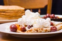 Pfannkuchen mit friuts Lizenzfreies Stockbild