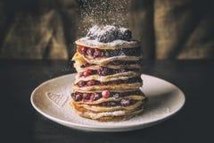 Pfannkuchen mit Frucht und Zucker Stockfotos
