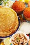 Pfannkuchen mit Garnele und Kaviar Stockfotografie