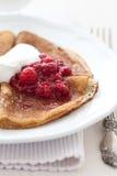 Pfannkuchen mit Himbeermarmelade Lizenzfreies Stockbild
