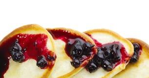 Pfannkuchen mit Johannisbeeremarmelade Lizenzfreie Stockbilder