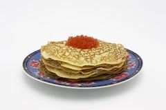 Pfannkuchen mit Kaviar Lizenzfreie Stockfotos
