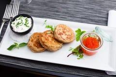 Pfannkuchen mit Kaviar Lizenzfreie Stockbilder