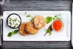 Pfannkuchen mit Kaviar Lizenzfreies Stockbild