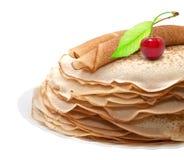 Pfannkuchen mit Kirschen Stockbild