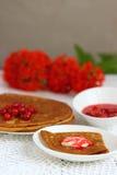 Pfannkuchen mit Korinthen stockbild