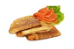 Pfannkuchen mit Lachsen Lizenzfreies Stockbild