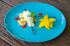 Pfannkuchen mit Mango Lizenzfreie Stockfotografie
