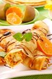 Pfannkuchen mit mit Hüttenkäse und Orange Lizenzfreie Stockfotografie