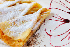Pfannkuchen mit pulverisiertem Zucker Lizenzfreie Stockfotos