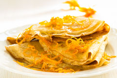 Pfannkuchen mit süßer Zitrusfrucht sauce, Krepps Suzette Lizenzfreies Stockfoto