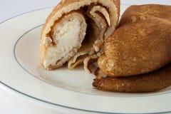 Pfannkuchen mit Sahne Stockfotografie
