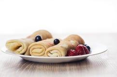 Pfannkuchen mit Sahne Lizenzfreie Stockfotos