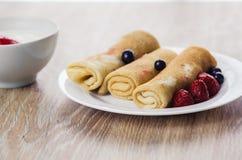 Pfannkuchen mit Sahne Stockbilder