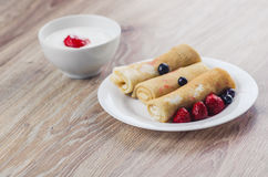 Pfannkuchen mit Sahne Lizenzfreies Stockfoto