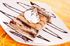 Pfannkuchen mit Schokoladensirup Stockbild