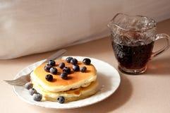 Pfannkuchen mit Sirup Lizenzfreies Stockfoto
