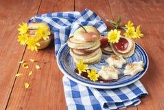 Pfannkuchen mit Stau stockbilder