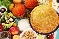 Pfannkuchen mit verschiedenen Füllungen Lizenzfreies Stockfoto