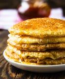 Pfannkuchen. Pfannkuchen stapeln, traditionelle russische Pfannkuchen - Blini Lizenzfreies Stockfoto