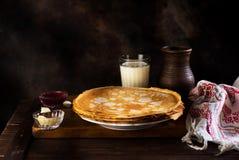Pfannkuchen russisches bliny Maslenitsa Lizenzfreies Stockfoto