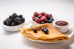 Pfannkuchen und Beeren Lizenzfreies Stockbild
