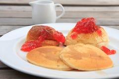 Pfannkuchen und Brot und Stau stockfotografie