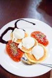 Pfannkuchen und Eiscreme Lizenzfreies Stockbild
