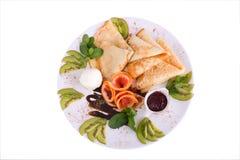 Pfannkuchen und Eiscreme und Früchte Lizenzfreies Stockfoto