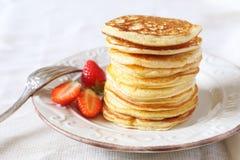 Pfannkuchen und Erdbeeren Stockfoto