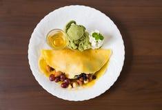 Pfannkuchen und Frucht mit Eiscreme lizenzfreies stockfoto