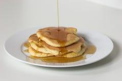 Pfannkuchen und Sirup Stockbild
