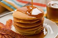 Pfannkuchen und Speck Stockfoto